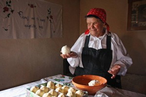Produktion des traditionellen Trnič Käse in Slowenien (© Development centre Litija, Slowenien)